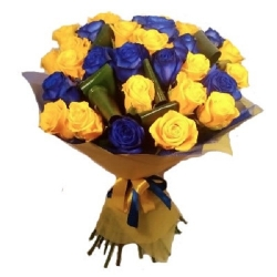 Букет из синих и желтых роз...